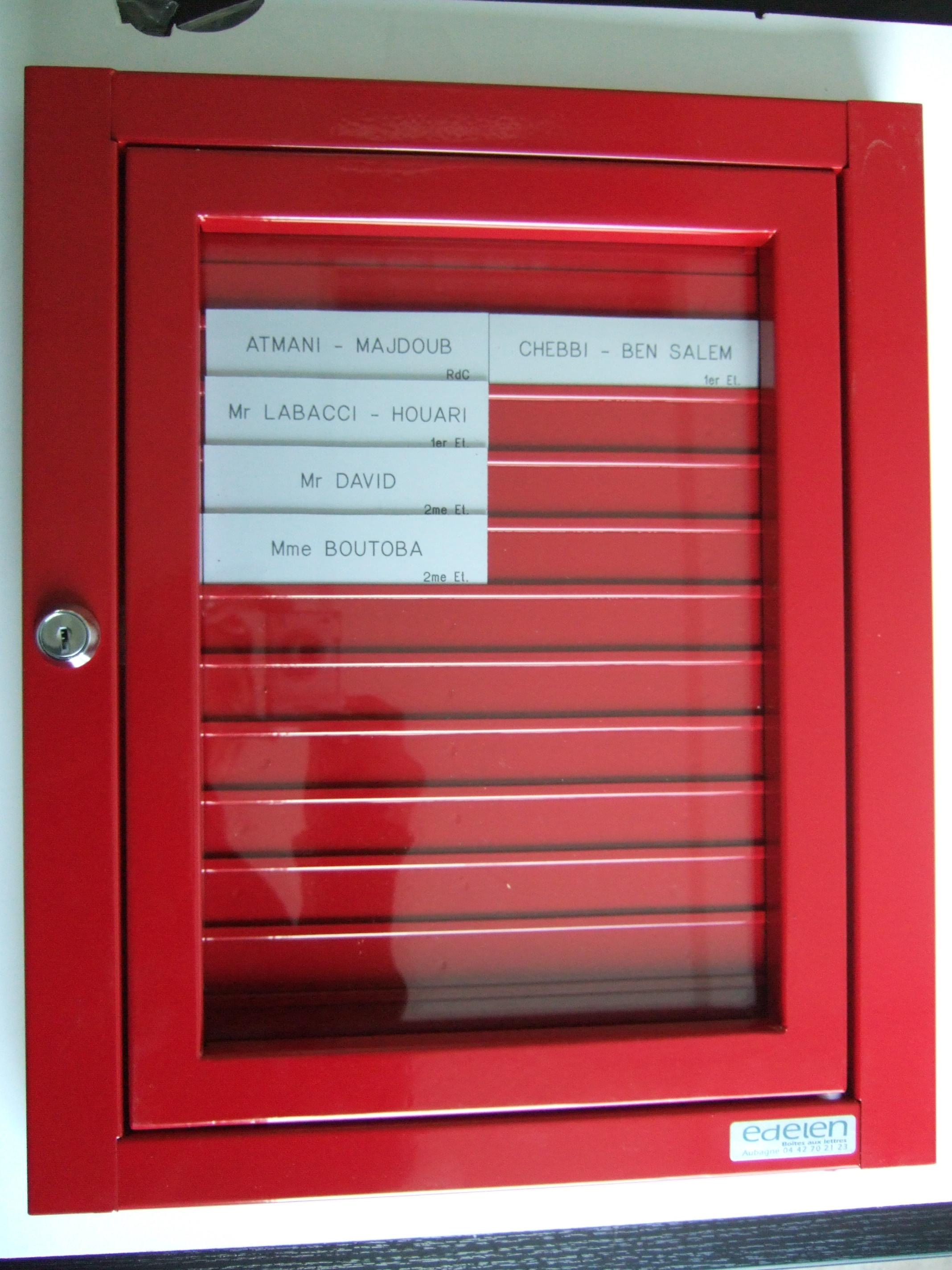 Porte Nom Boite Aux Lettres : Tableau porte nom intégré au bloc de boites aux lettres